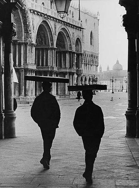 Venice. Sotoportego dell'orologio, 1954 c.
