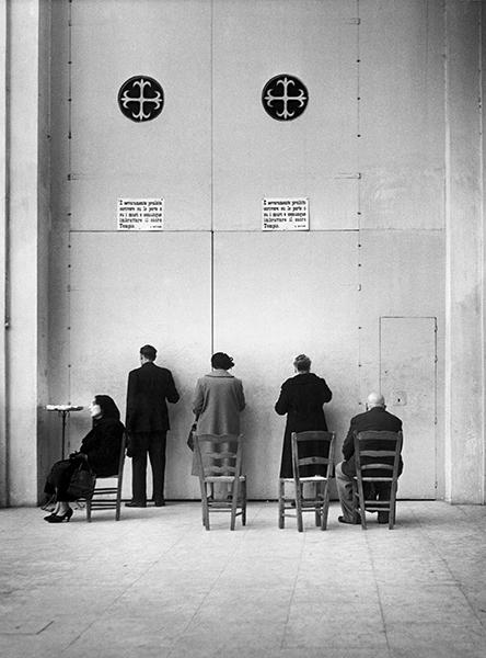 Enzo Sellerio, Palermo. Nella chiesa di San Domenico, 1953
