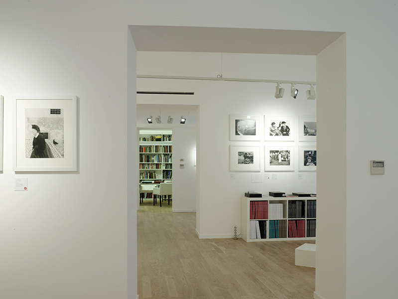 Photography in Italy 1945-1975, September 2012