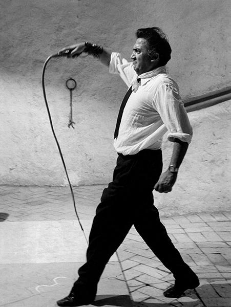 Tazio Secchiaroli. Federico Fellini directing Otto e mezzo, 1963