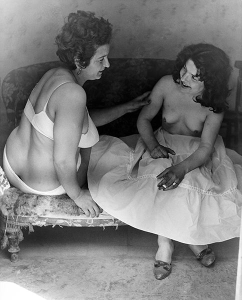 Rome. Prostitutes at the Mandrione district, 1956