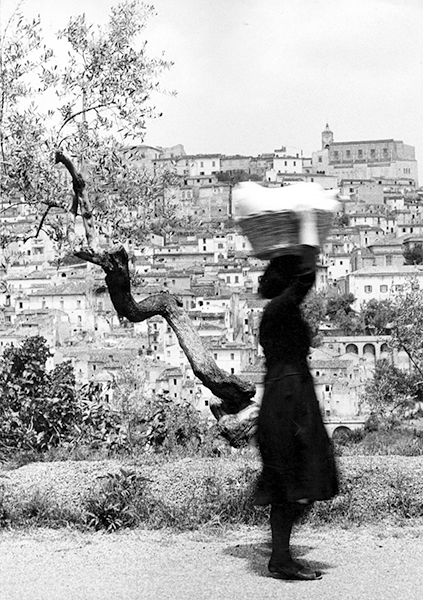 Vittorio Piergiovanni, Washerwoman, 1956