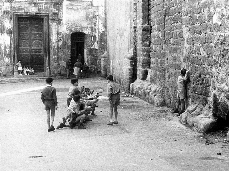 Palermo. Shooting at the Kalsa, 1960